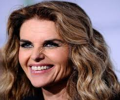 Would you believe Maria Shriver's mirror has cracks?